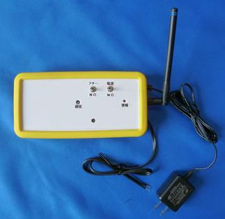 ACアダプターでも電池でも駆動する特定小電力無線受信機の製作例。